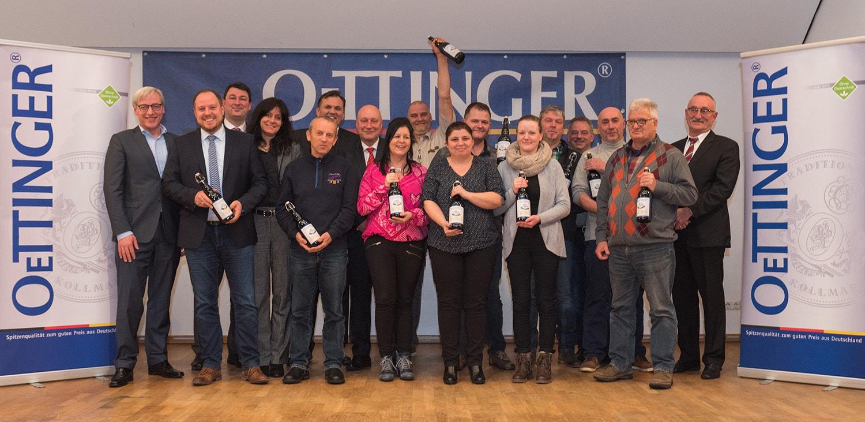 Dauerbrenner: Gruppenfoto mit Jubilaren und Unternehmensleitung.